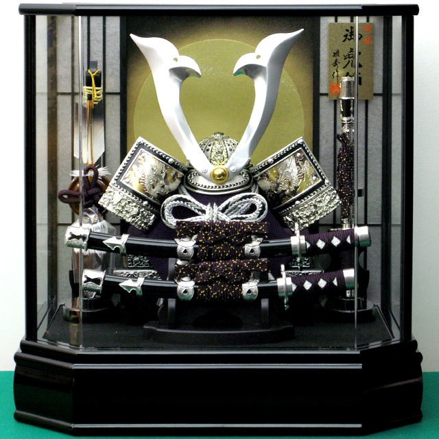 12号 シルバー彫金兜飾 六角前面アクリルケース 太刀付